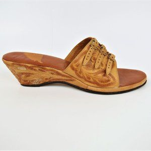 Vintage 40s 50s Tan Tooled Leather Wedge Shoes